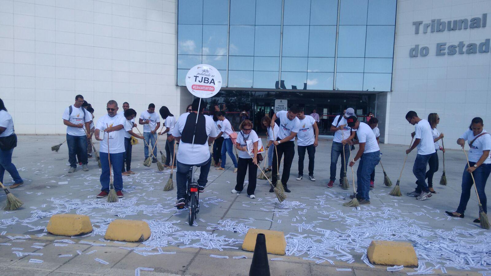 Para comemorar o fim do mandato de Eserval, servidores promovem varredura do TJBA