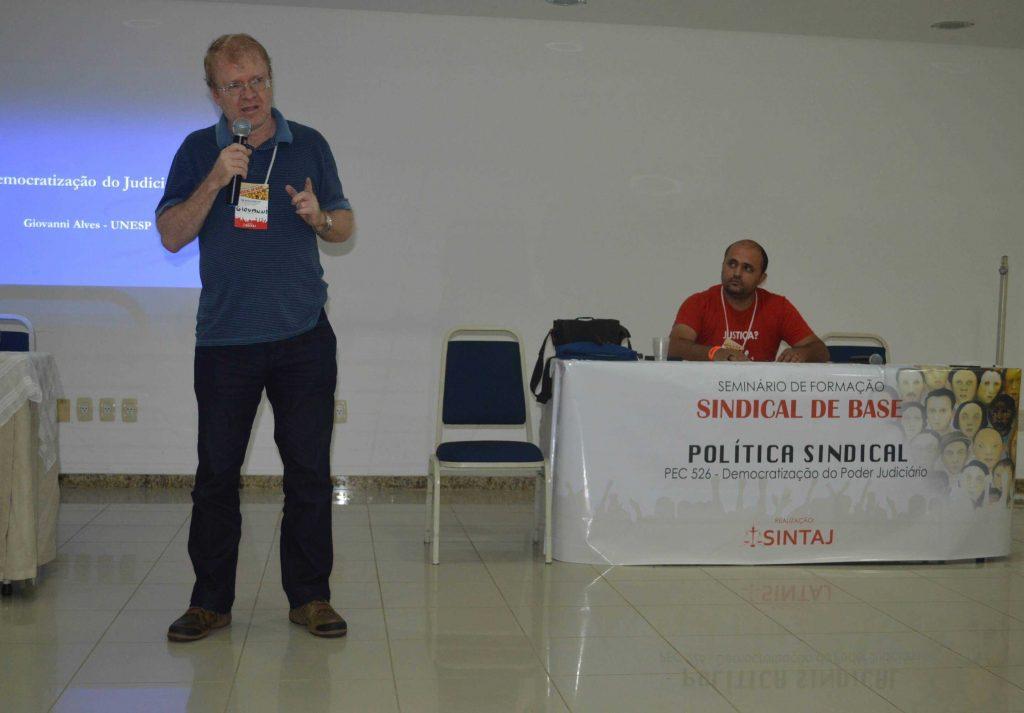 Professor Giovanni Alves ministrou o seminário Foto: Niassa Jamena/Sintaj