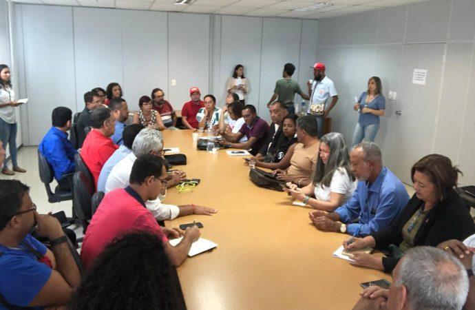 O SINTAJ e outras entidades se reúnem com líder do PT na Assembleia Legislativa para discutir a retirada da Reforma da Previdência