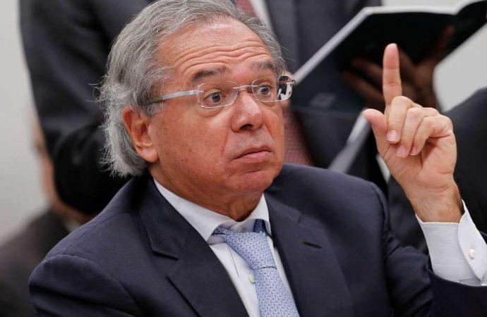 """Ministro será intimado a explicar à justiça sobre fala em que chama servidores de """"parasitas"""""""
